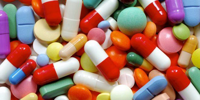 Pillole e aspirine di vari colori